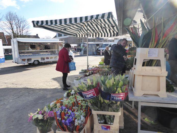 De weekmarkt verhuist naar het Meanderplein voor de komst van de kermis.