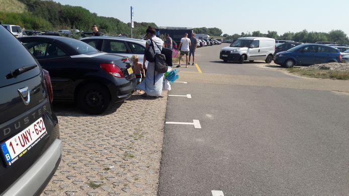Parking Het Zwarte Gat in Groede aan Zee zondag rond het middaguur.