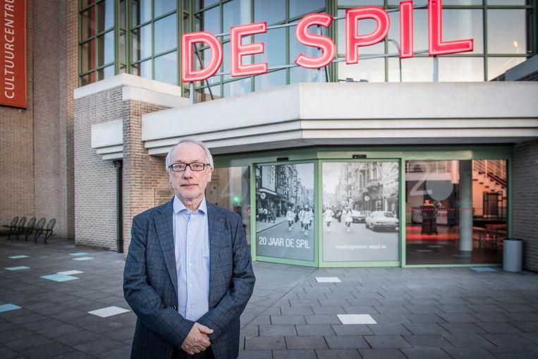 Directeur Dirk Cornelis en zijn team trappen het nieuwe seizoen van  CC De Spil straks af met enkele 'speciallekes'.