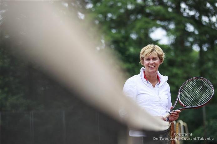 Tennisleraar Annemiek van Zuilekom