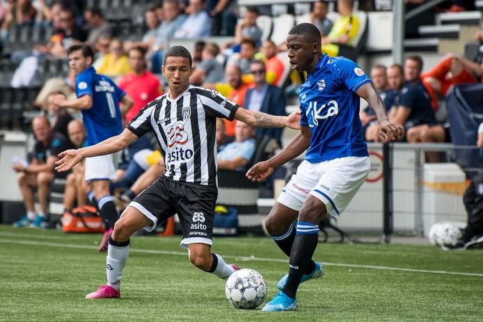 Mauro Junior viel tegen PEC Zwolle 2 uit met een blessure.