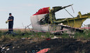 Brokstukken van vlucht MH17 op de rampplek in Oekraïne