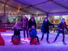 Pirouette of schuifelen, alles kan op de ijsbaan in het centrum van Hengelo