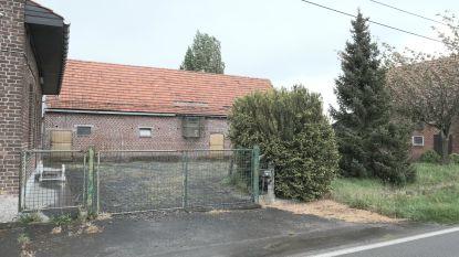 Gemeente verkoopt hoeves in Westouter en perceel grond in Dranouter
