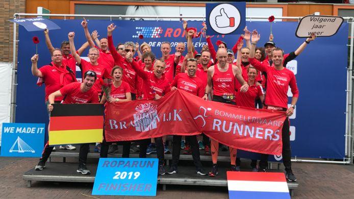 De foto van de Brandwijk Bommelerwaard Runners, vorig jaar bij de finish. Het team werd toen tweede.