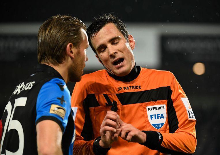 Erik Lambrechts legt het uit aan Ruud Vormer.