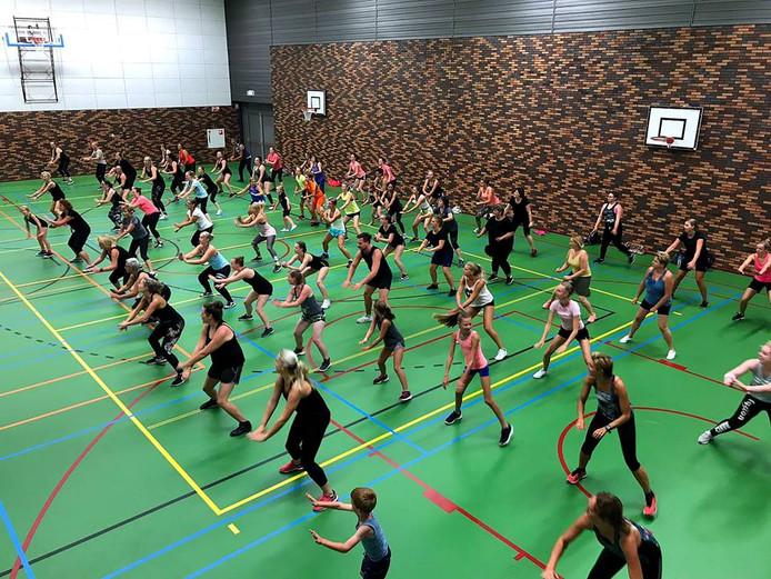 Zo'n 90 sportievelingen werkten zich in het zweet tijdens de eerste Summer Samba van dit seizoen. Het is de negende editie.
