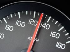 Snelheidsduivel onder invloed klokt 110 kilometer per uur binnen bebouwde kom
