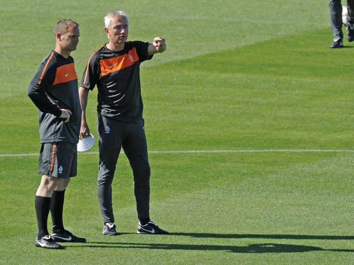 Frank de Boer en Bert van Marwijk in 2010 in Zuid-Afrika.