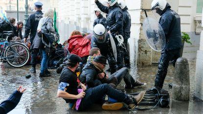 """Politievakbond haalt uit naar Brussels stadsbestuur na klimaatbetoging: """"Linkse betogers mogen altijd meer dan rechtse"""""""