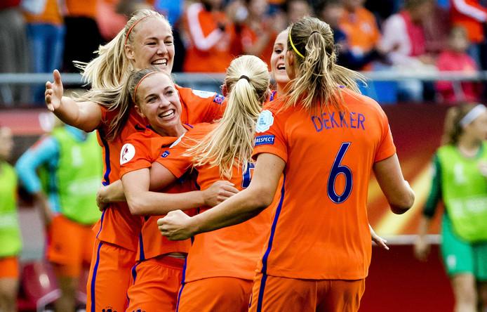 Vreugde bij de speelsters van Oranje.