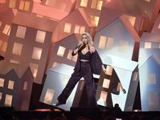 Brit Awards: Katy Perry haalt uit naar Trump, tranen om George Michael