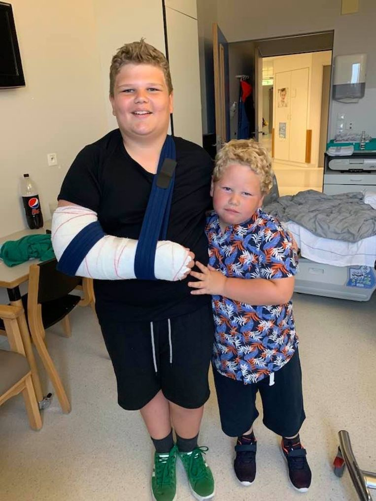 Viktor (13) en zijn broer Lukas (6).