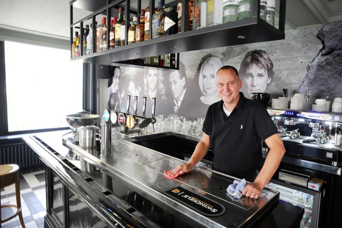 Maarten Prinssen begon in 2015 zijn naar hemzelf vernoemde café. Nu doet de Udense wethouder een stap terug.