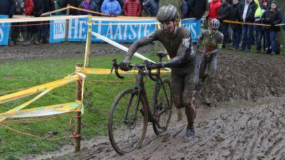 Veel modder zorgt voor spektakel op Kasteelcross