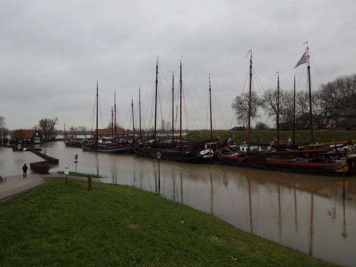 De historische schepen zijn verplaatst naar een andere plaats in de haven.