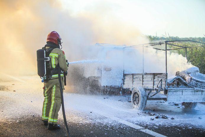 Auto volledig uitgebrand op A67