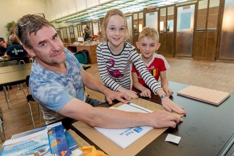 Papa Johan Verstraete met kindjes Jessica en Joris.