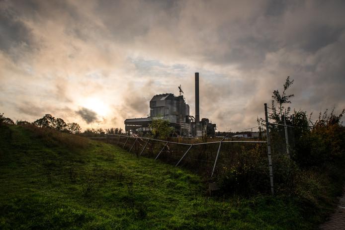 De oude Nijmeegse kolencentrale die momenteel wordt gesloopt.