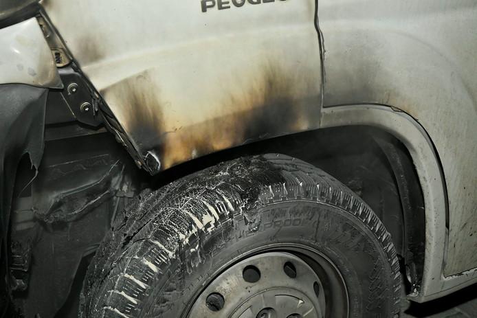 Busje in brand gestoken in Valkenswaard