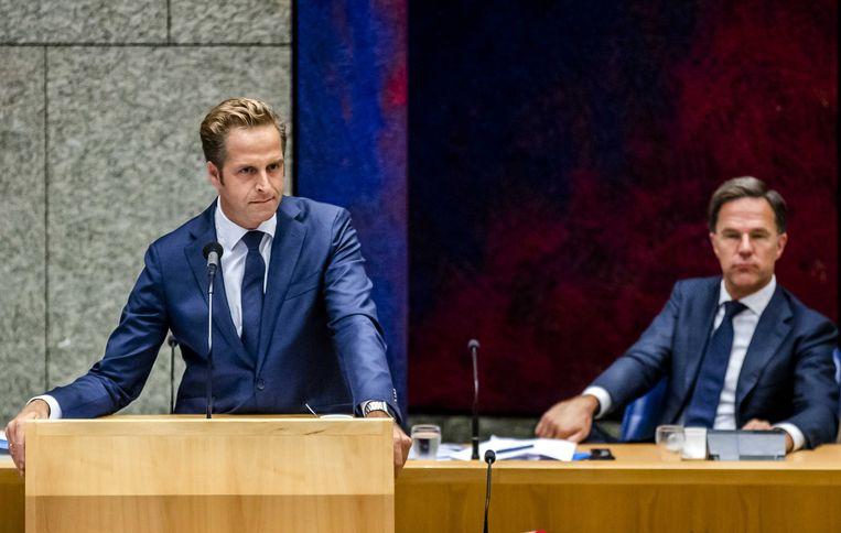 Premier Mark Rutte en Hugo de Jonge, minister van Volksgezondheid, Welzijn en Sport, tijdens het debat over de ontwikkelingen rondom het coronavirus.  Beeld ANP - Remko de Waal