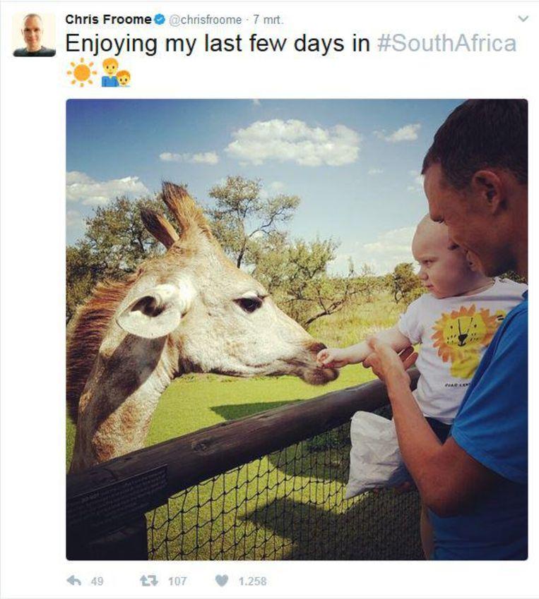 Chris Froome twitterde geen steunbetuiging aan teambaas Brailsford, wel een plaatje van een giraffe met zijn zoontje. Beeld