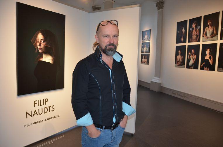 De expo in het stadsmuseum toont een overzicht uit de 25-jarige carrière van fotograaf Filip Naudts.