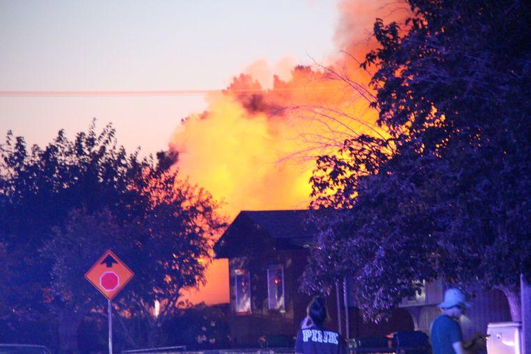 In Ridgecrest brak brand uit in enkele huizen na de aardbeving van vannacht.