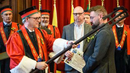Brouwer Stijn David  tot ridder geslagen in de 'Orde van de Roerstok'