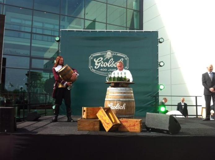 Meesterbrouwer Peter Kuijper en brouwmeester Wim Vermeulen samen op het podium bij 400 jaar Grolsch.