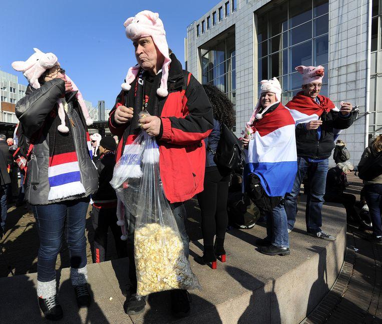 Pegida demonstreert voor het stadhuis van Amsterdam. Beeld anp