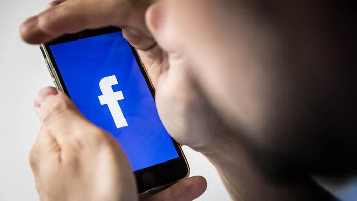 A partir de mercredi, toute personne ne respectant pas les politiques de Facebook les plus sensibles se verra interdire l'utilisation de Facebook Live pour une période déterminée --par exemple 30 jours-- à compter de sa première infraction.