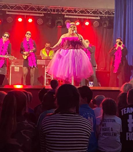 Graauws voorproefje 'feest der feesten' met songfestival