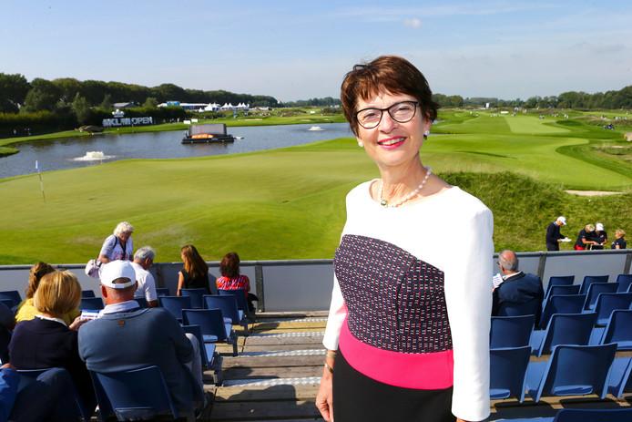Burgemeester Loes van Ruijven is zelf meerdere dagen aanwezig op het prestigieuze golftoernooi in haar gemeente Lingewaal.
