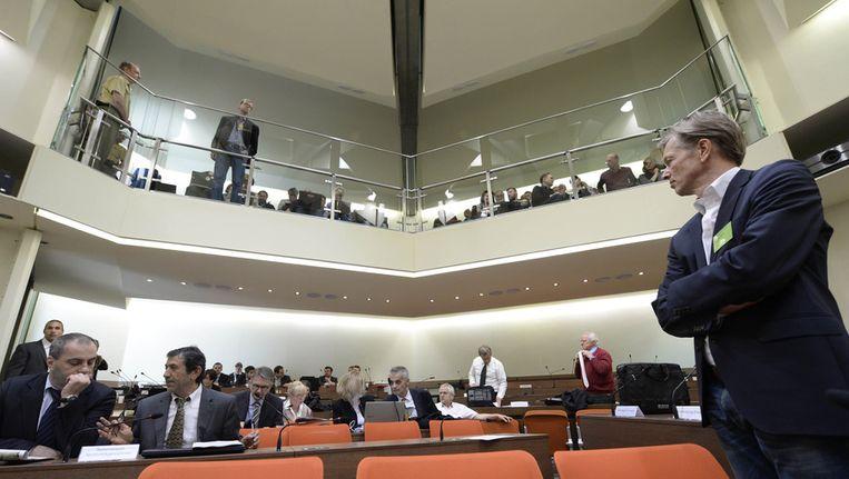 Journalisten en bezoekers wachten op het begin van de derde sessie van het proces. Beeld afp