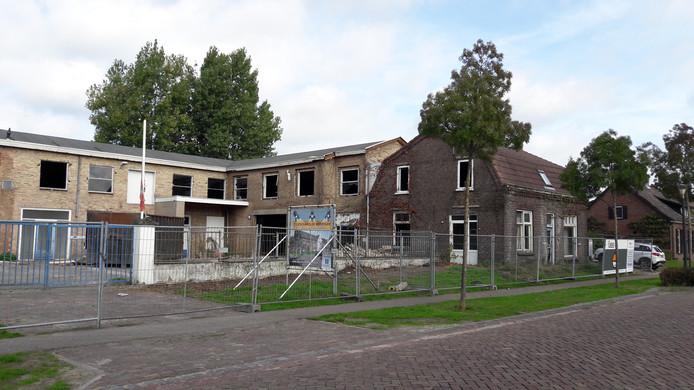 De sloop van het Heijzoo-pand ligt even stil vanwege de vondst van asbest