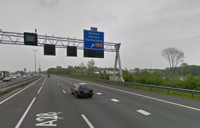De huidige afrit van de A28 naar Dalfsen, Ommen en Hardenberg. In 2023 moet er een 16 meter verbeelding van de Feniks komen. hoog beeld komen