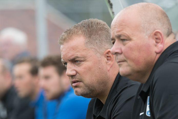 Cesco Agterberg en assistent-trainer Nico Beijnen (r) staan met SDC Putten na zes duels bovenaan in de hoofdklasse.