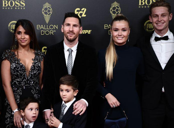 Frenkie de Jong en ploeggenoot Lionel Messi verschenen samen op de rode loper.