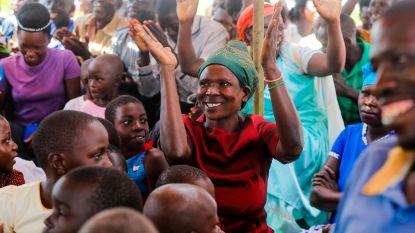 """Twee Vlamingen delen geld uit in Oeganda (deel 2): """"Het was hier dooie boel, nu barst het van de levensvreugde"""""""