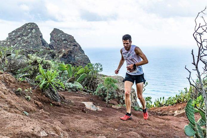 Tim Pleijte miste zondag een afslag tijdens de trailmarathon op Tenerife, maar werd alsnog tiende.