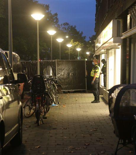 Politie valt opnieuw café aan Loosduinsekade binnen, een persoon aangehouden