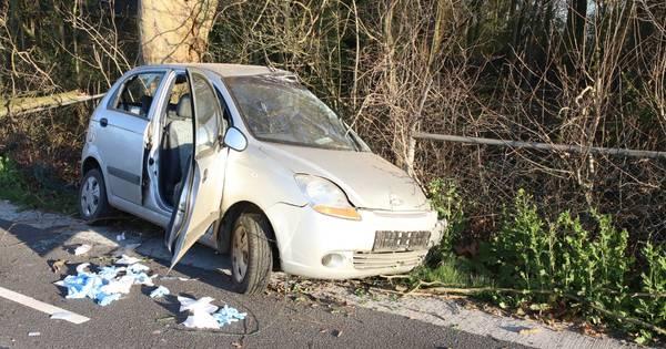 Automobilist bekneld bij ernstig ongeval in Zoelen.