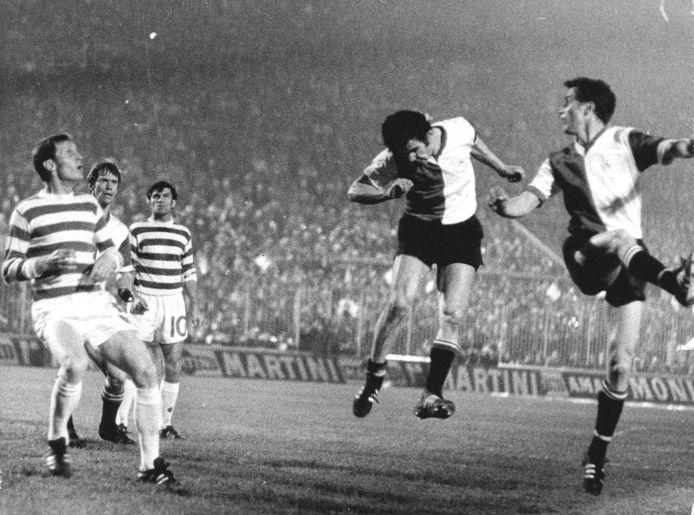Spelmoment Feyenoord-Celtic. V.l.n.r. Kindvall, Van Hanegem en Wery.