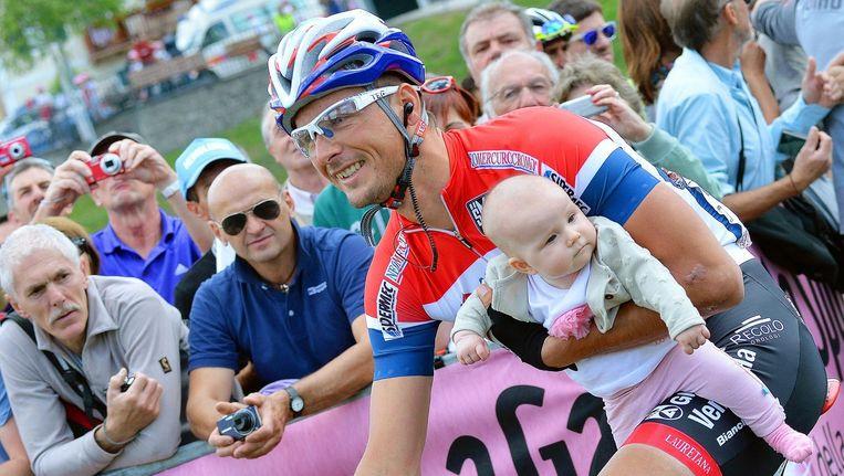 Johnny Hoogerland - hier met zijn dochtertje - houdt een bijzonder wrang gevoel over aan zijn passage bij het Italiaanse Androni.
