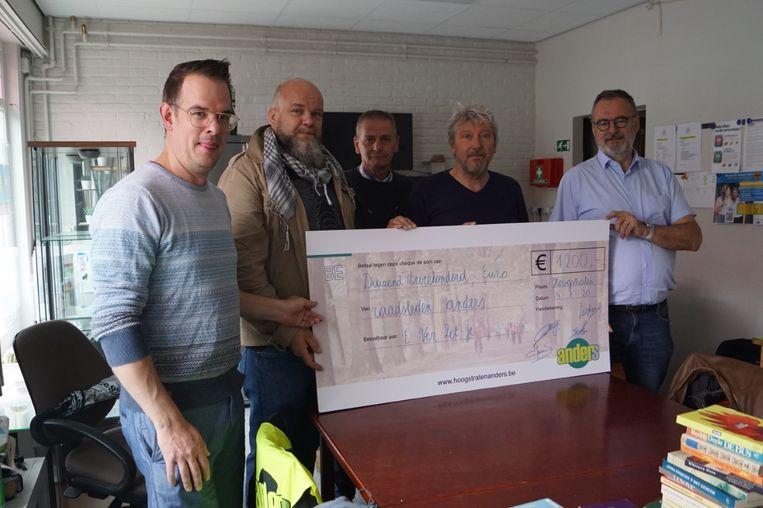 De leden van Anders schonken 1.200 euro aan 't Ver-Zetje.