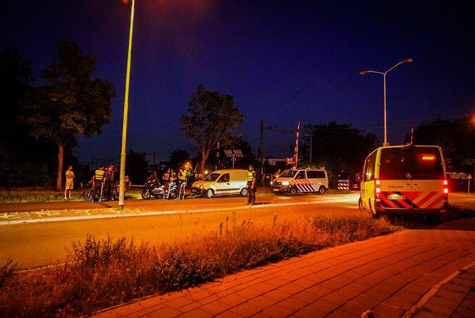 Noodverordening in Eindhoven, wijk is afgesloten. Auto's worden gecontroleerd.