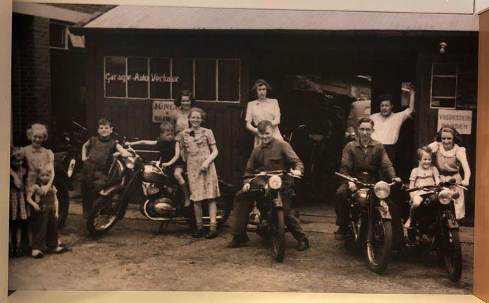 De uitvergrote foto aan de wand van de shop van Tankstation Schasfoort.
