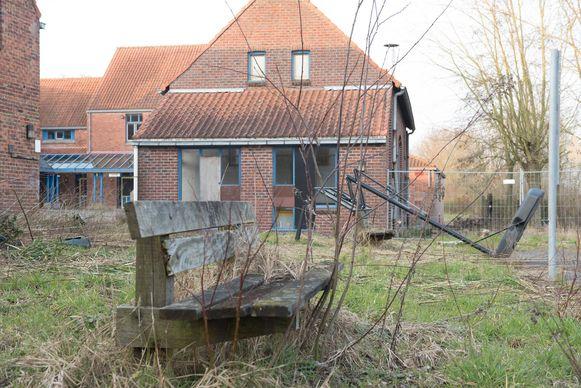 Op het verlaten terrein van de voormalige Kompas Camping moeten in de zomer van 2021 de eerste vakantiehuisjes gebouwd zijn.