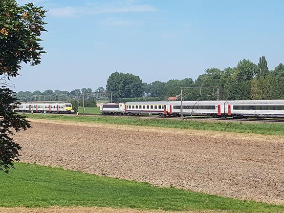 750 reizigers strandden in Oudenburg door een persoonsaanrijding.
